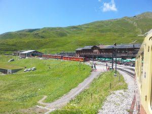 Jungfraubahn-station Kleine Scheidegg vanuit trein